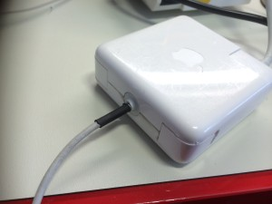 Apple power adapter gerepareerd